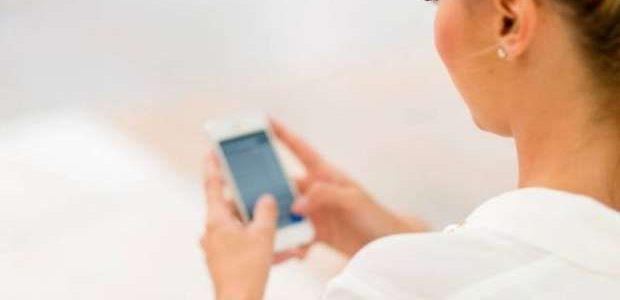 AKILLI TELEFONLARIN CİLDİNİZE NASIL ZARARI OLABİLİR?