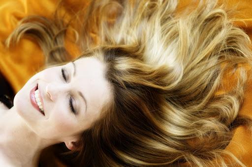 Parlak ve sağlıklı saçların yolu doğallıktan geçiyor